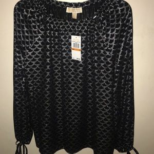 Sale🛍Micheal kors black & silver basics blouse 💕